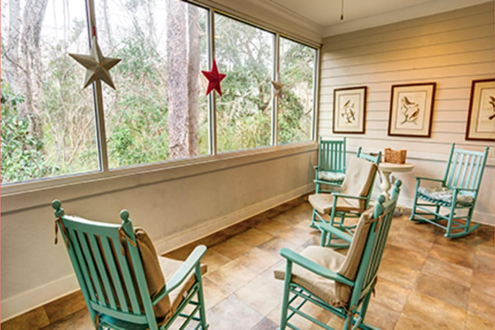 Screened in porch at St. Augustine Plantation in Tallahassee, Florida