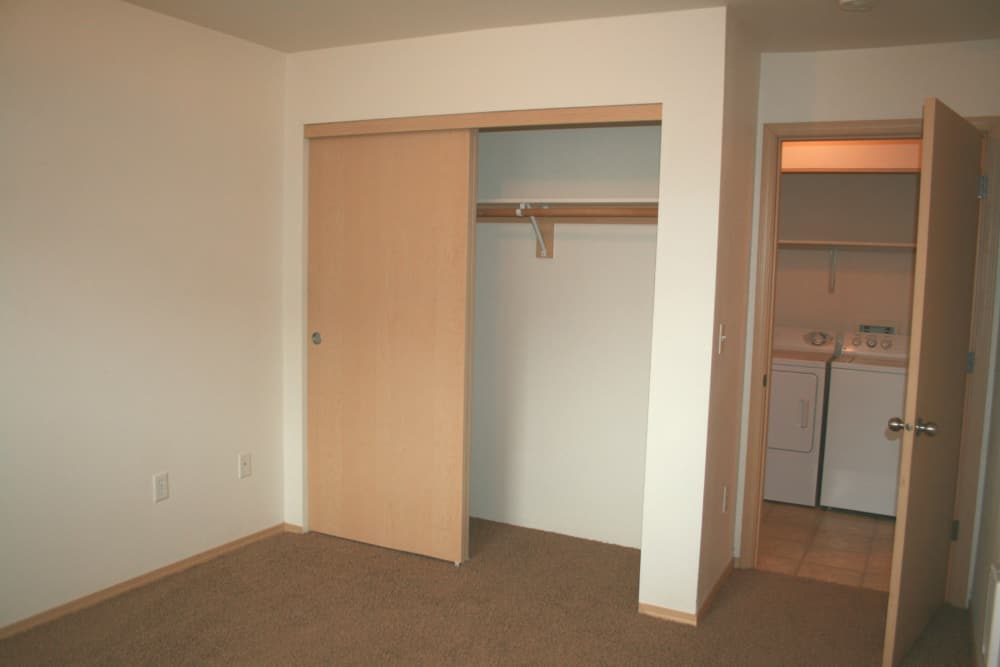 Stone Ridge offers beautiful closets in our Eugene, Oregon renovated apartments