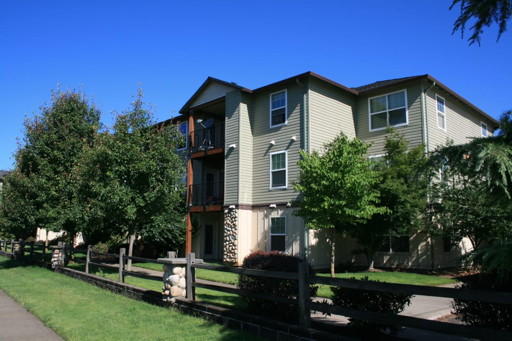 Exterior view of our apartments at Stone Ridge in Eugene, Oregon