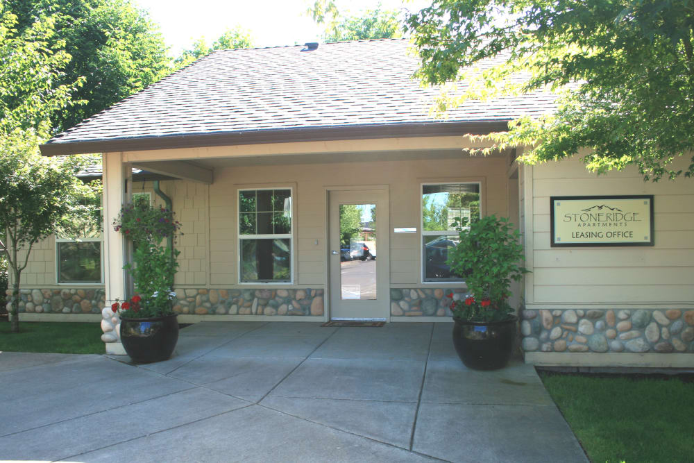 Leasing house at Stone Ridge in Eugene, Oregon