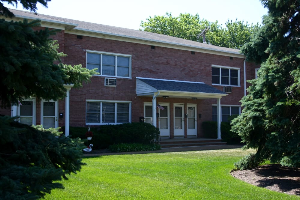 Nice lawns at Waterway Court Apartments in Point Pleasant, New Jersey