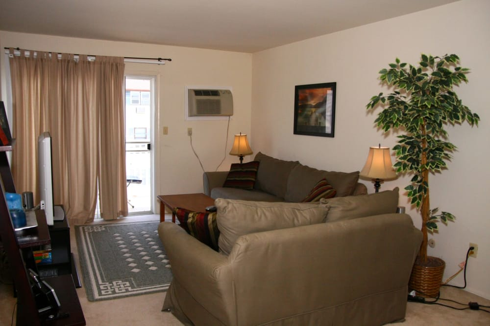 Brinley Manor offers a cozy living room in Bradley Beach, New Jersey