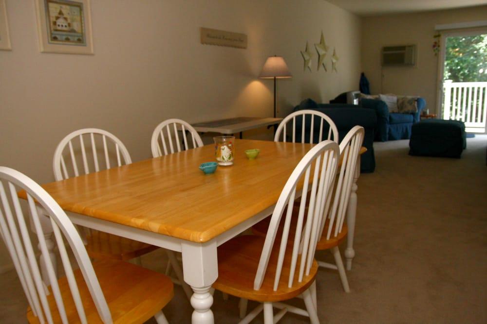 Beautiful dining room at Brinley Manor
