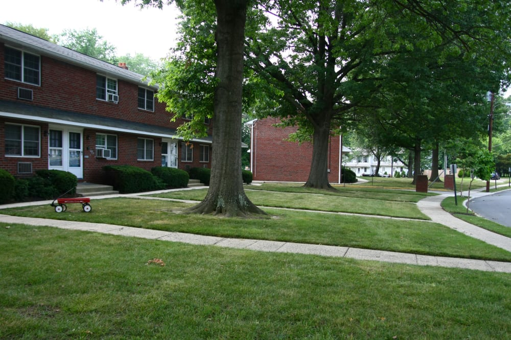 Brookview Manor Apartments has nice lawns