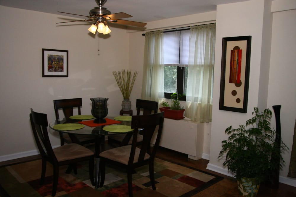 Dining room at Carlyle Towers in Caldwell, NJ