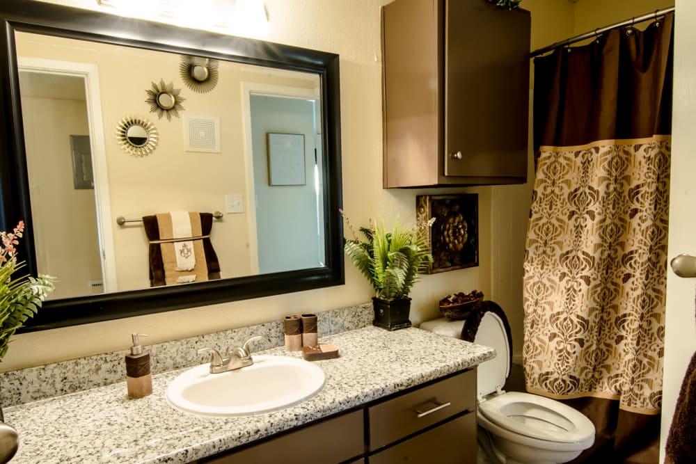 Cedar Ridge Apartments bathroom
