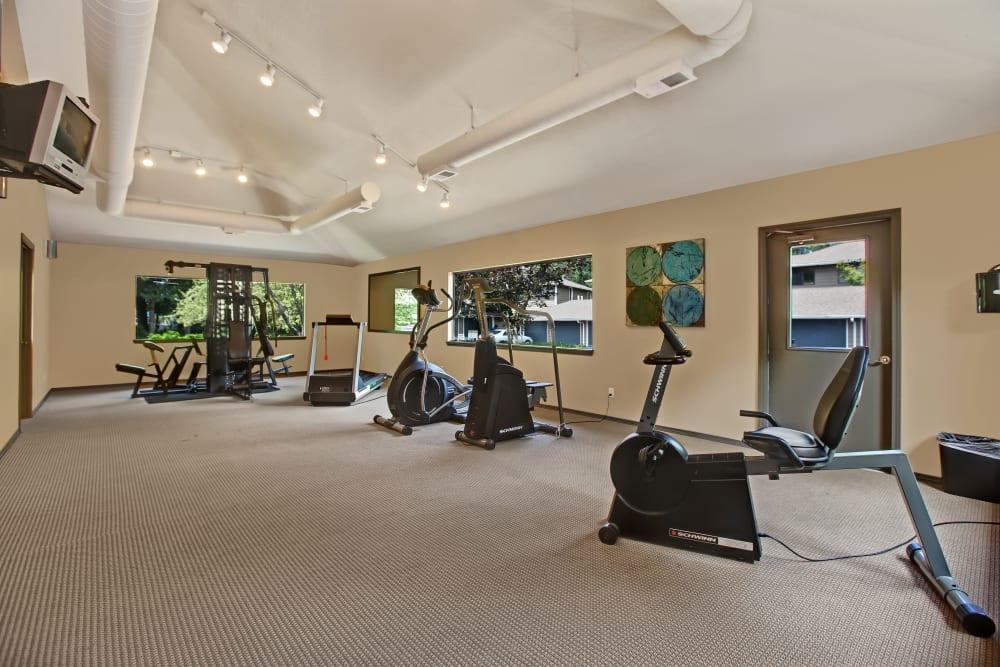 Fitness center at Jasper Square Apartment Homes in Beaverton, OR
