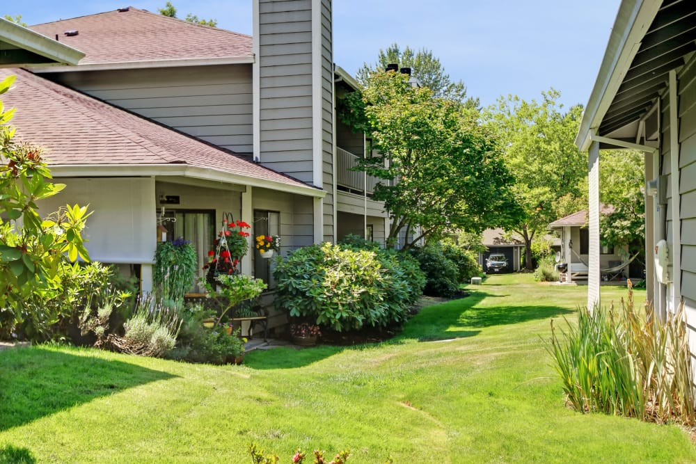 Landscaped grounds around Jasper Place in Beaverton, OR