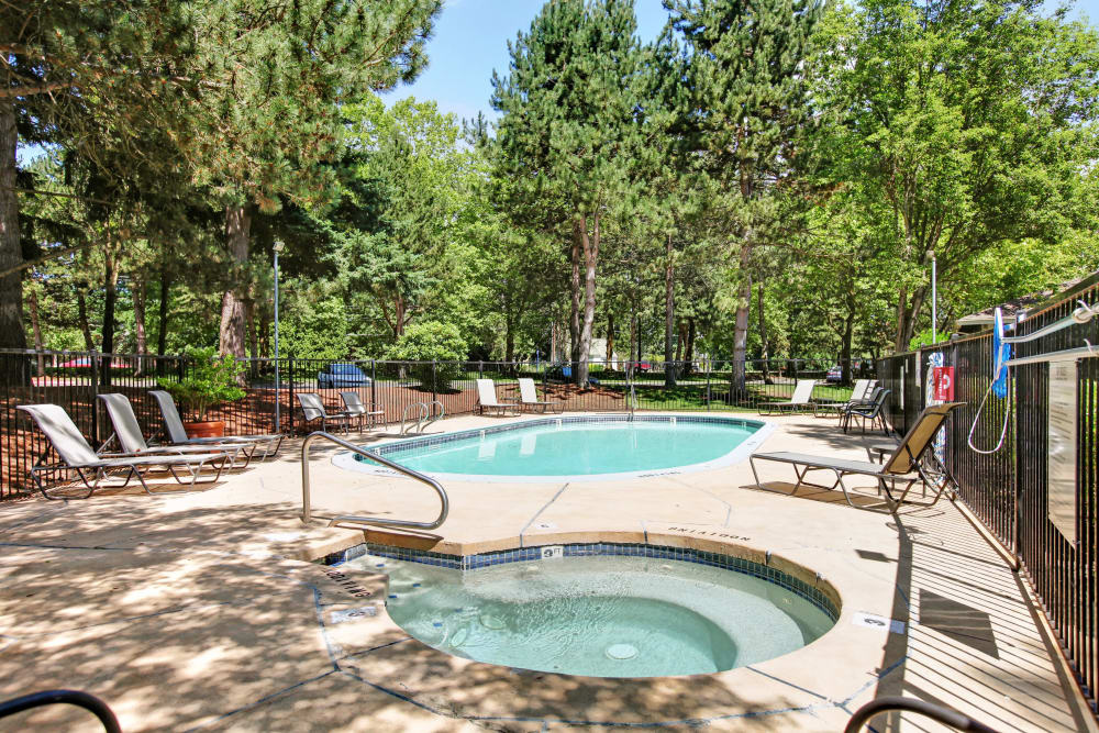 Swimming pool and hot tub at Jasper Place in Beaverton, OR