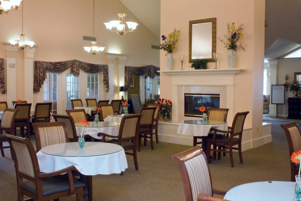 Common area and dining room at Azalea Estates of Monroe in Monroe, Louisiana.