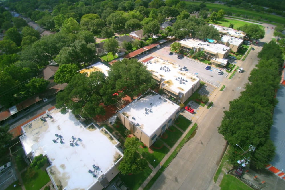 Aerial view of Falls of Maplewood Apartments in Houston, TX