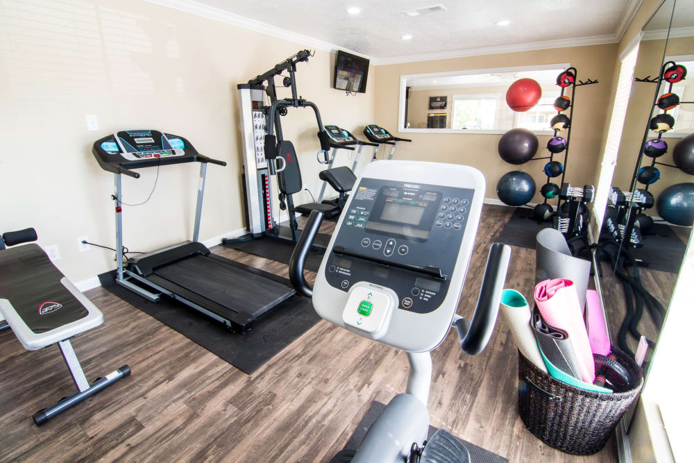 Full equipped fitness center at Bender Hollow Apartments in Humble, Texas