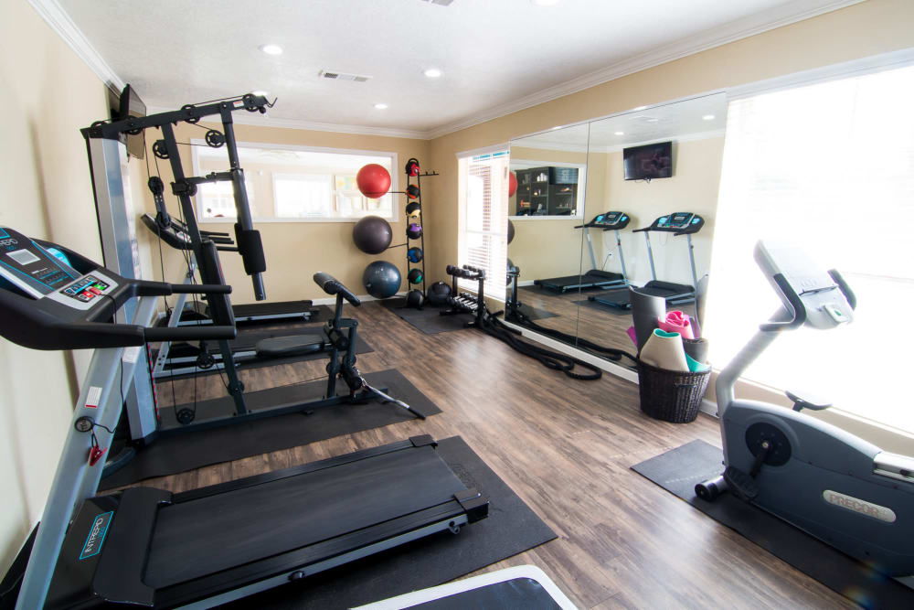 Bender Hollow Apartments offers a state-of-the-art fitness center in Humble, Texas