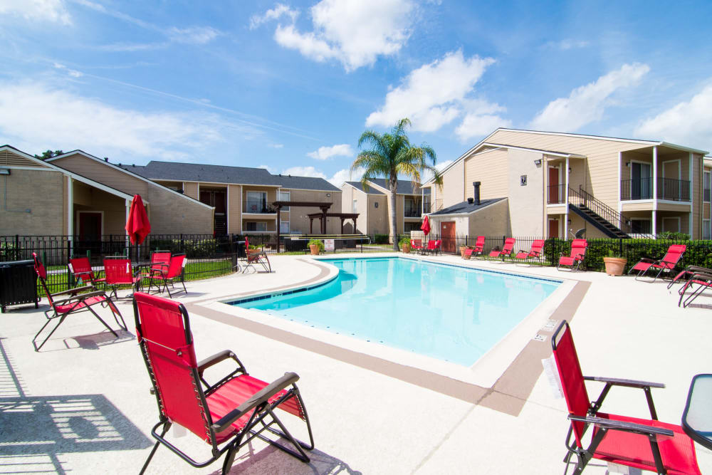 Bender Hollow Apartments in Humble, Texas with a luxury swimming pool