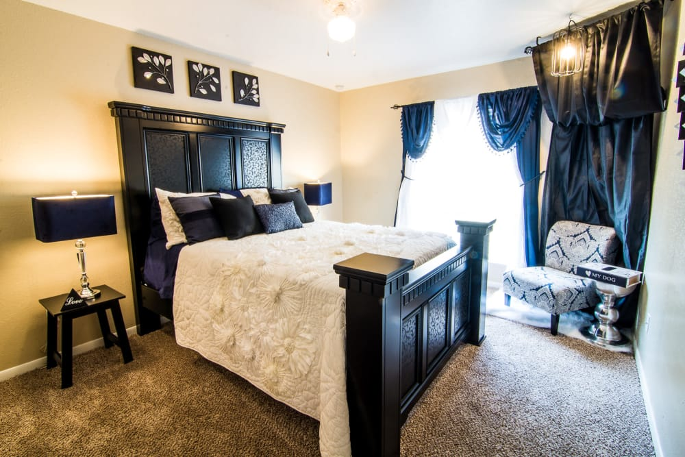 Apartments with spacious bedrooms at Bender Hollow Apartments in Humble, TX