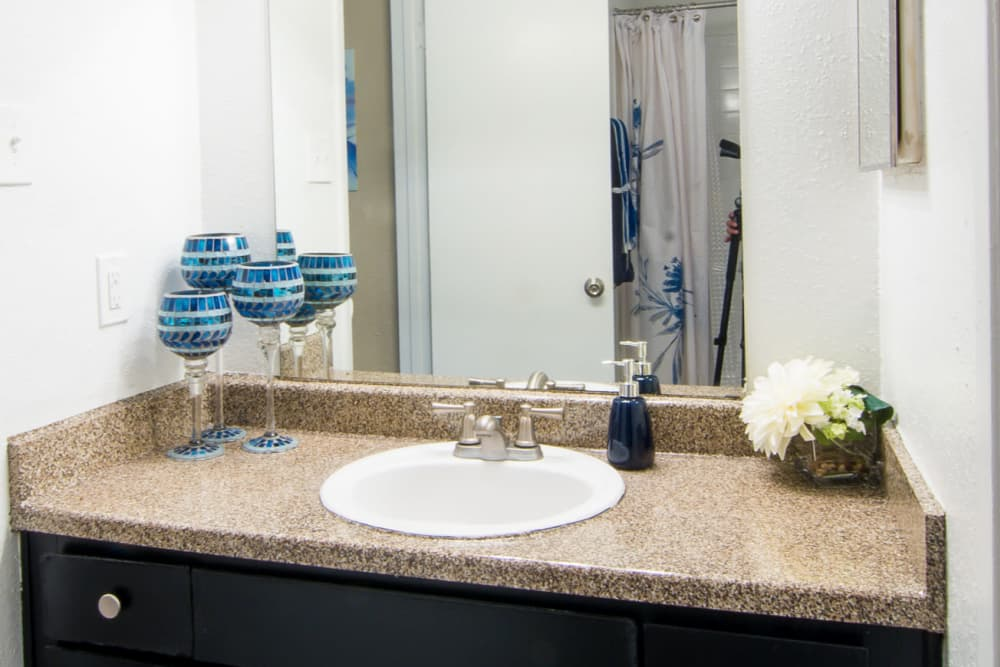 Bender Hollow Apartments offers cozy bathrooms in Humble, Texas