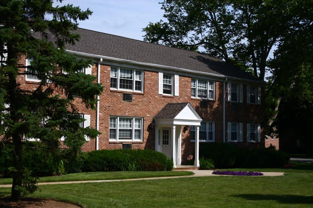 Jackson House Apartments has wonderfully cut lawns