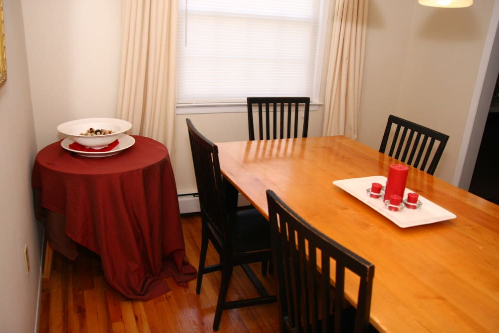 Alternative view of the dining area at Jackson House Apartments