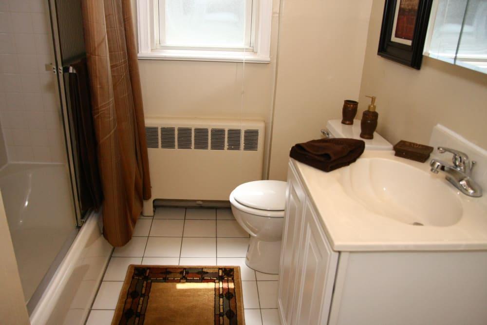 Cozy bathroom at Lalor Gardens