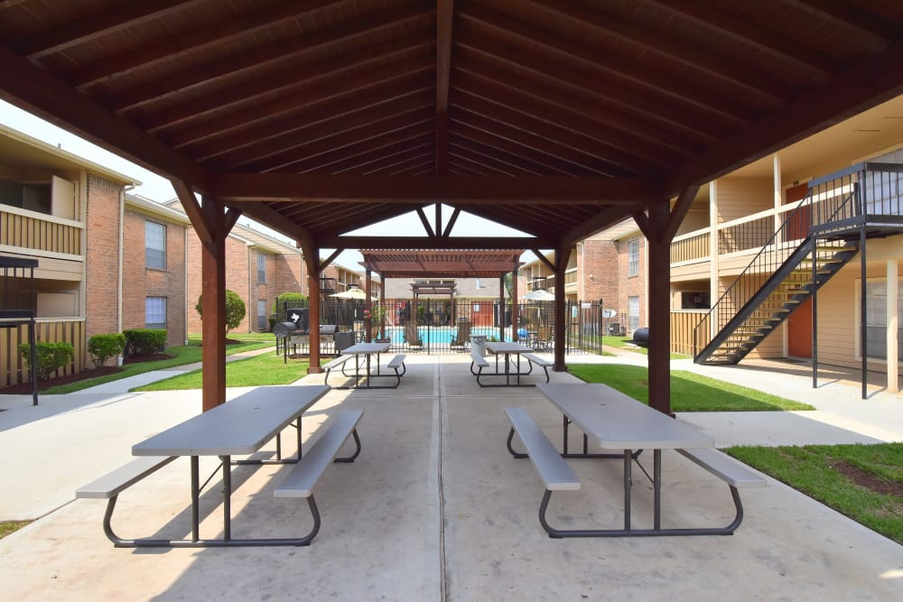 Covered sitting area at Brookmore Hollow Apartments in Rosenberg, Texas