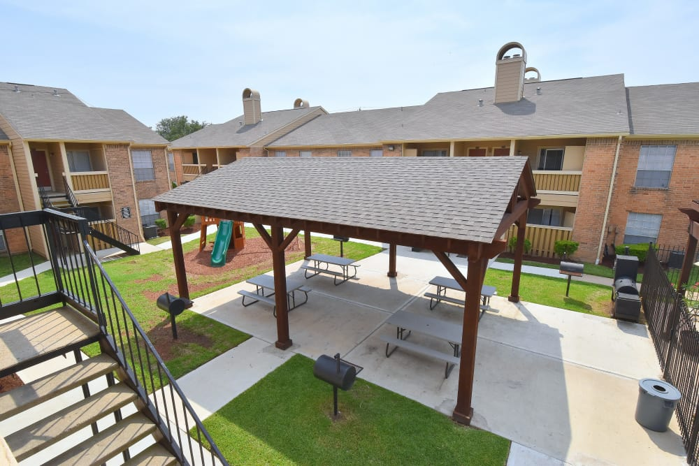 Aerial view of the Brookmore Hollow Apartments picnic area in Rosenberg, Texas