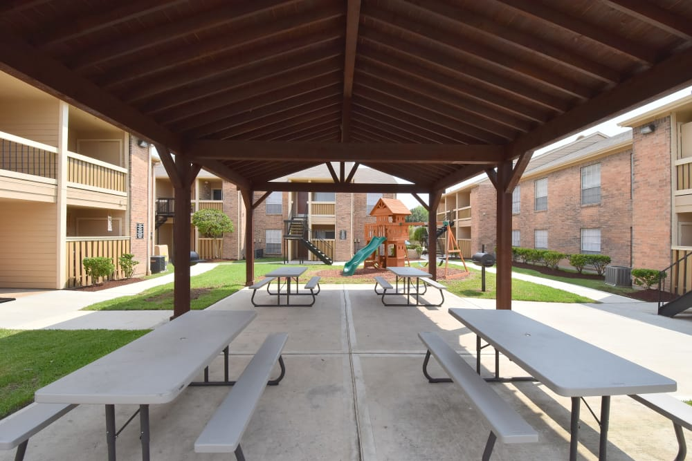 Apartments with a covered picnic area at Brookmore Hollow Apartments