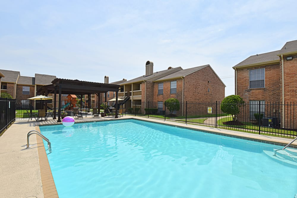 Sparkling pool at Brookmore Hollow Apartments