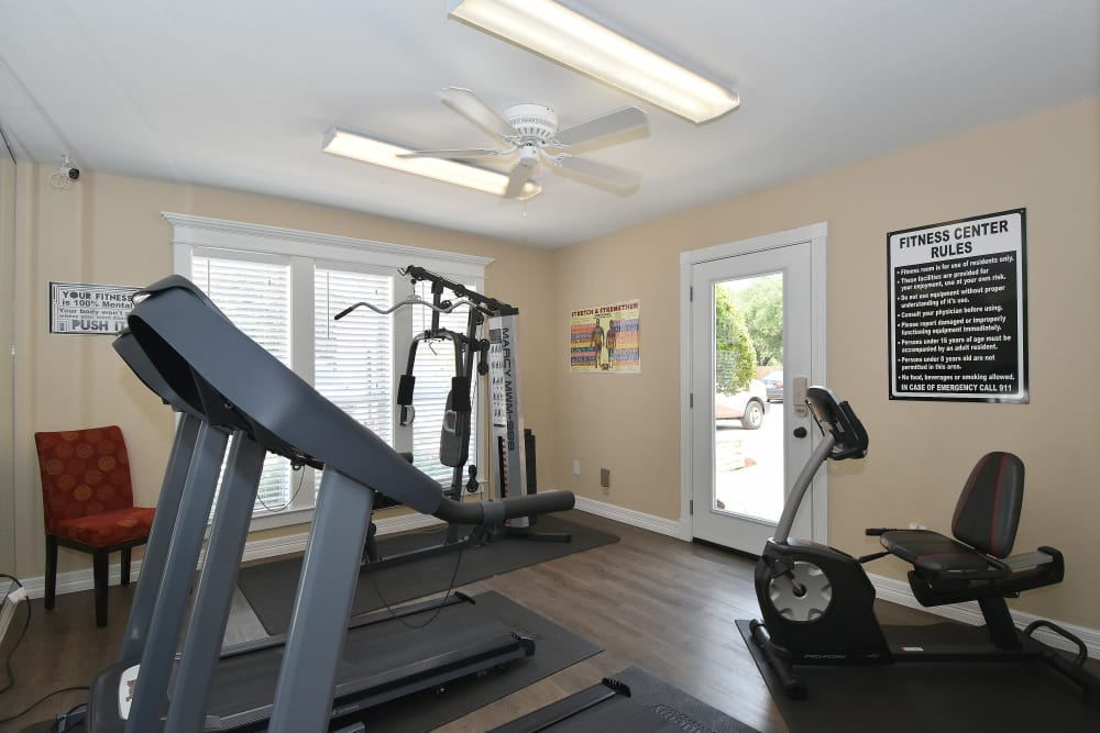 Fitness center at Brookmore Hollow Apartments in Rosenberg, Texas