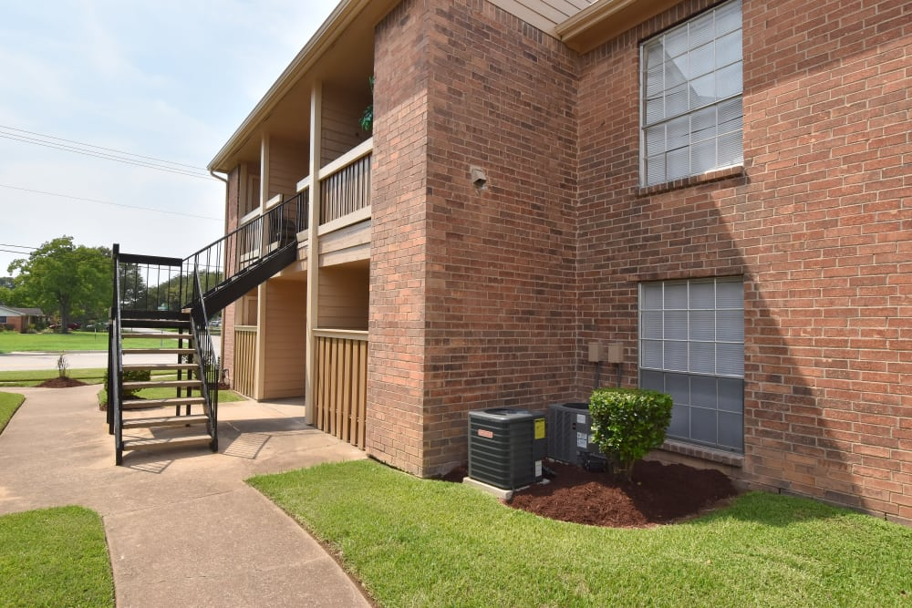 Brick building at Brookmore Hollow Apartments in Rosenberg, TX