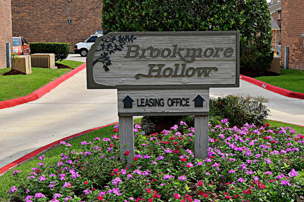 Welcome sign at Brookmore Hollow Apartments