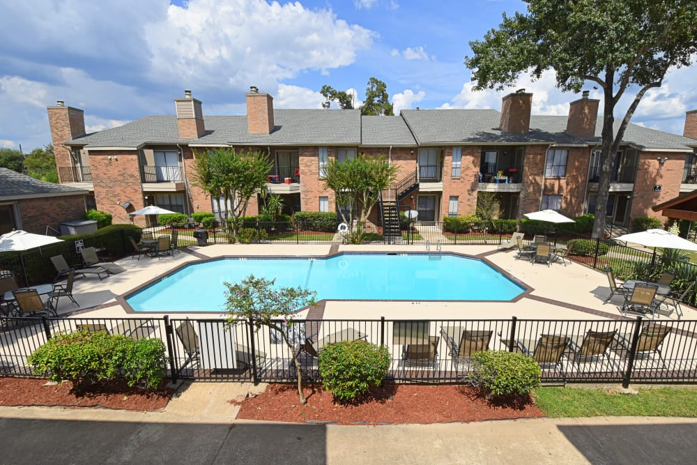 Luxury swimming pool at Deerbrook Garden Apartments in Humble, Texas