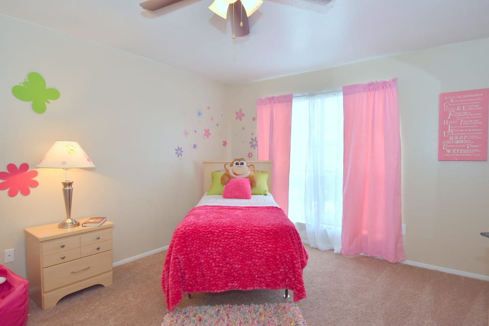 Children's bedroom at Deerbrook Garden Apartments in Humble, Texas
