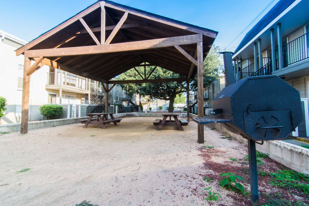 Covered picnic area at Northlake Manor Apartments in Humble, Texas