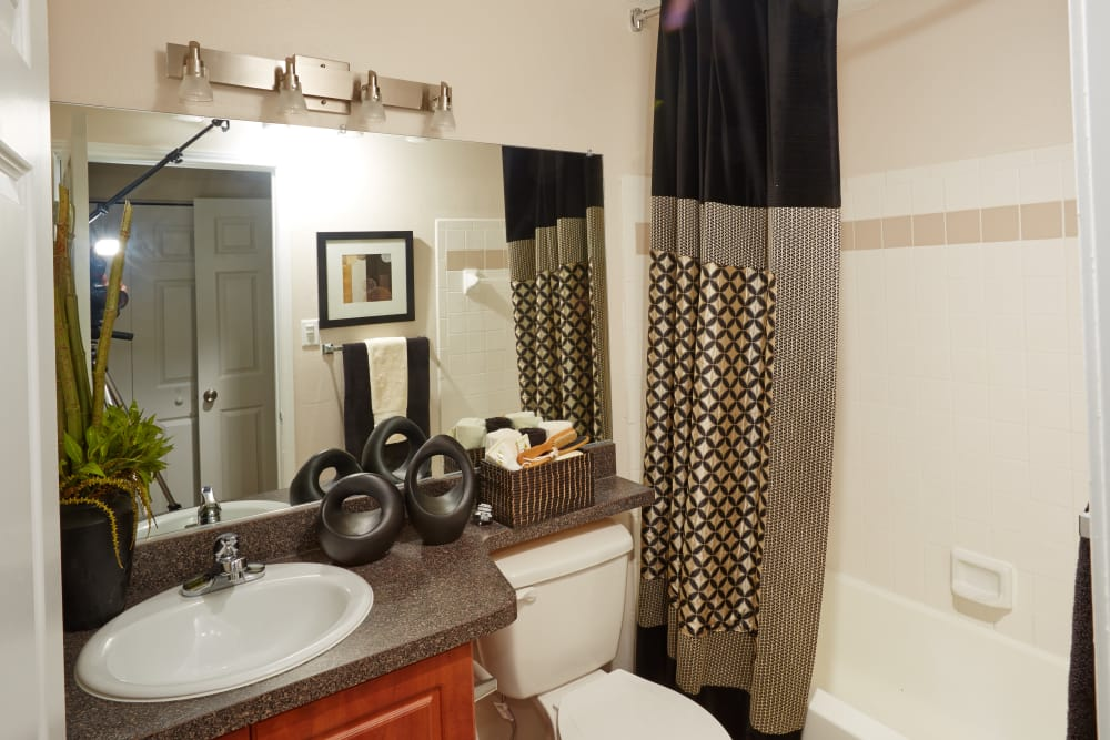 Spacious bathroom at Middletown Brooke Apartment Homes
