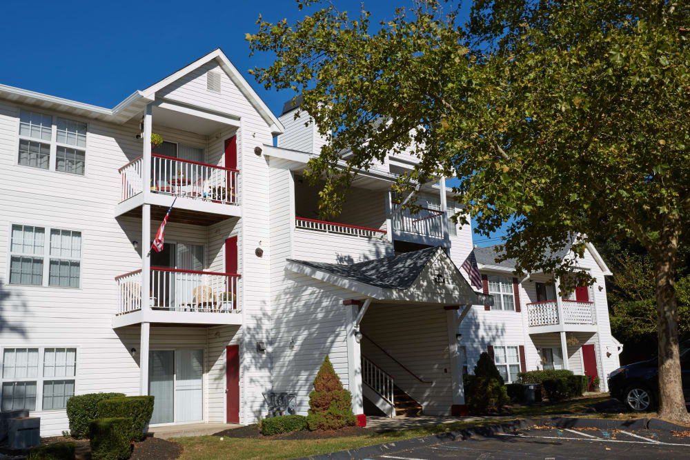 Exterior view of the apartments at Middletown Brooke Apartment Homes