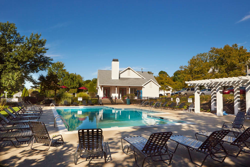 Middletown Brooke Apartment Homes offers a refreshing swimming pool in Middletown
