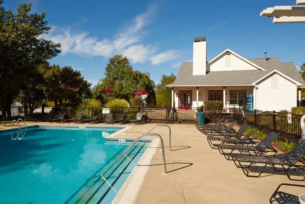 Sundeck and pool at Middletown Brooke Apartment Homes