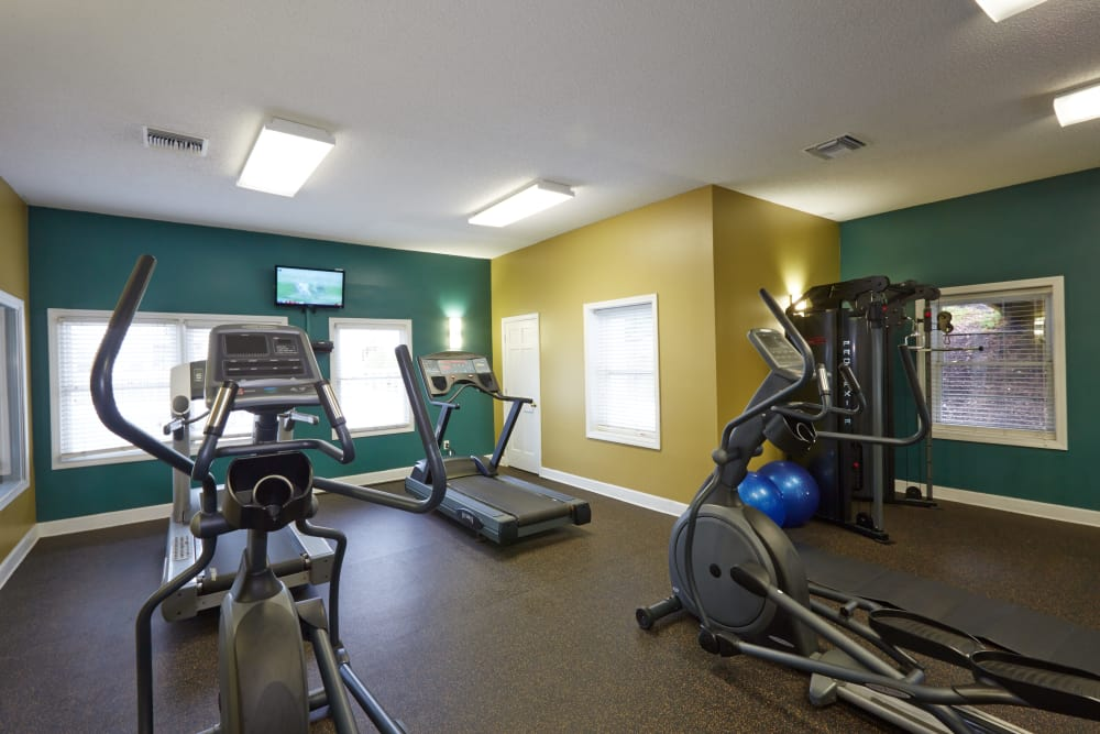 Well-equipped fitness center at Middletown Ridge Apartments in Middletown