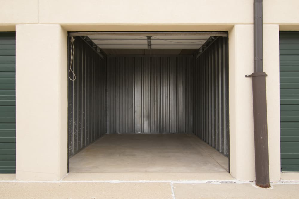 Drive-up units at Prime Storage in Arlington Heights, Illinois