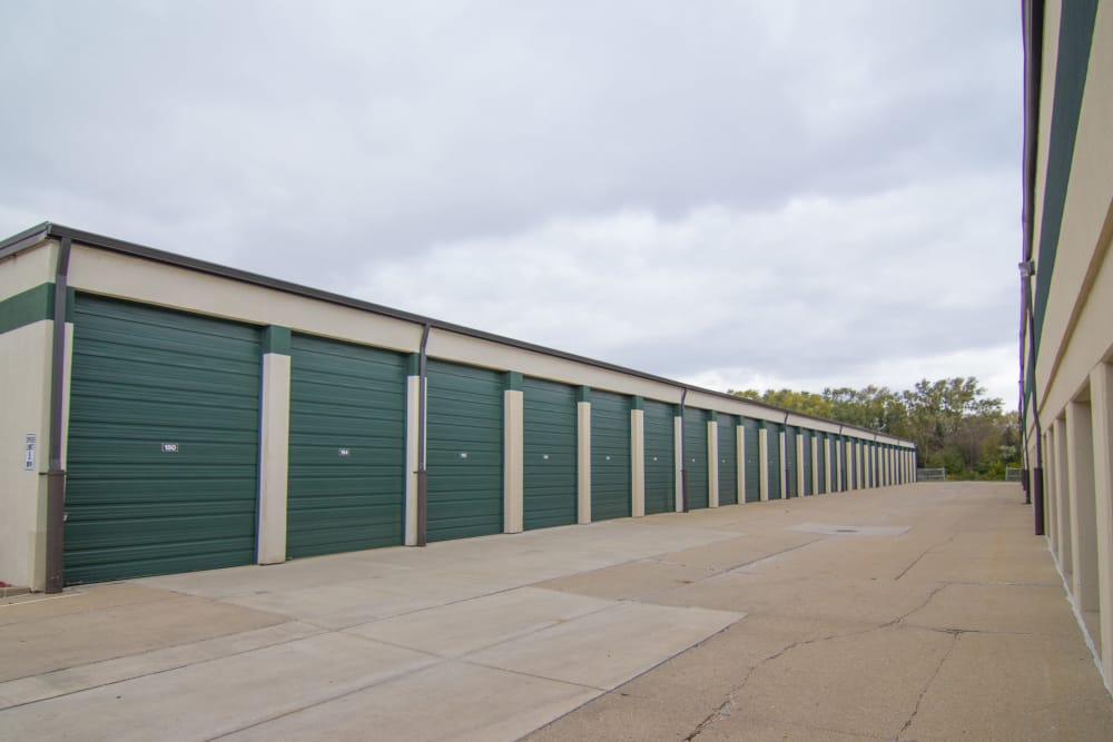 Wide driveways at Prime Storage in Arlington Heights, Illinois