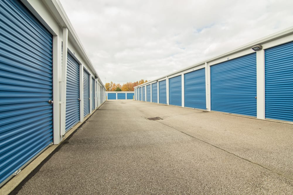 Wide driveways at Tyler Self Storage in Mentor, OH