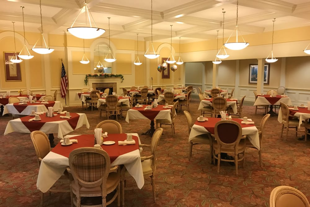 Dining hall at Azalea Estates of Fayetteville
