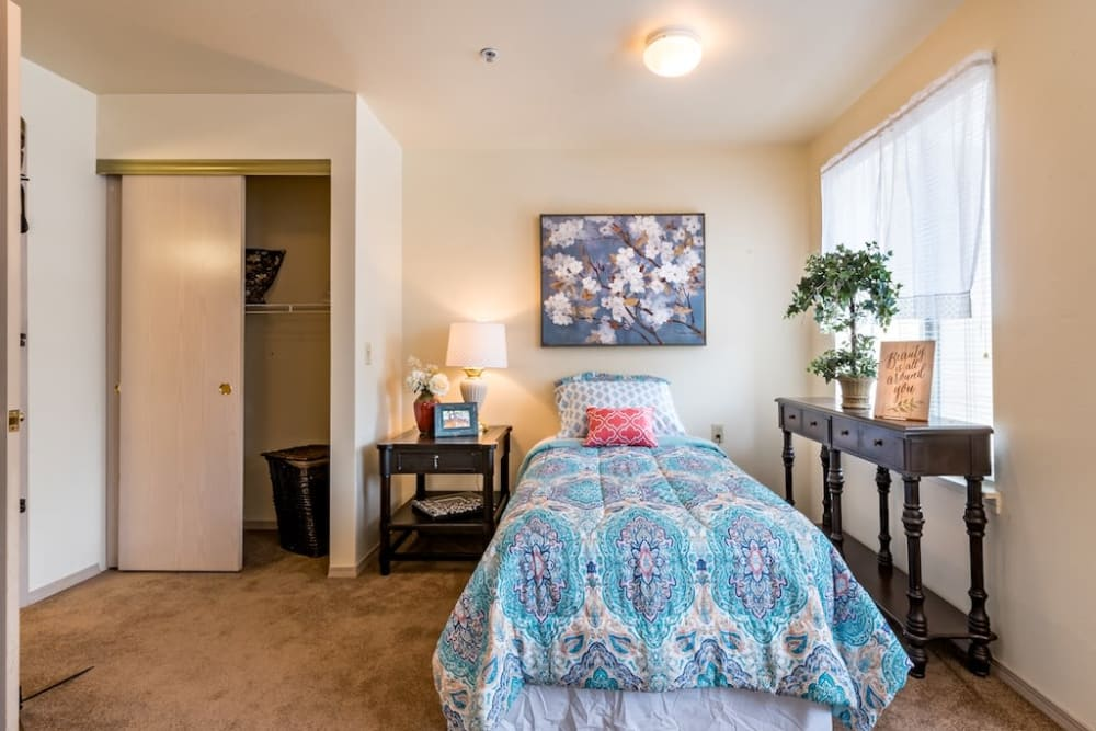 Well decorated bedroom at Pacifica Senior Living Klamath Falls in Klamath Falls, Oregon
