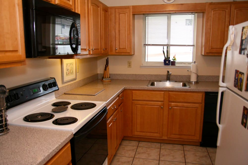 Modern kitchen with all the conveniences you require at Parkview Commons Apartments in Caldwell