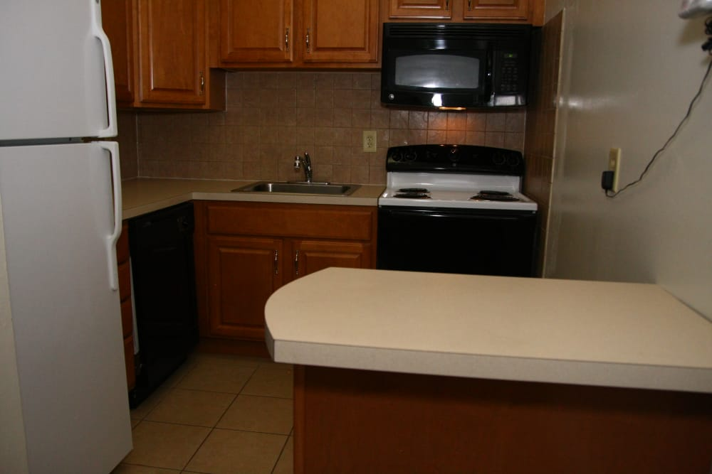 Modern kitchen with all the conveniences you require at Pointe Breeze Apartments in Bordentown