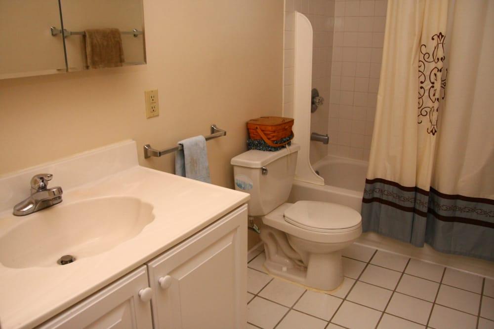 Model bathroom at Washington Heights
