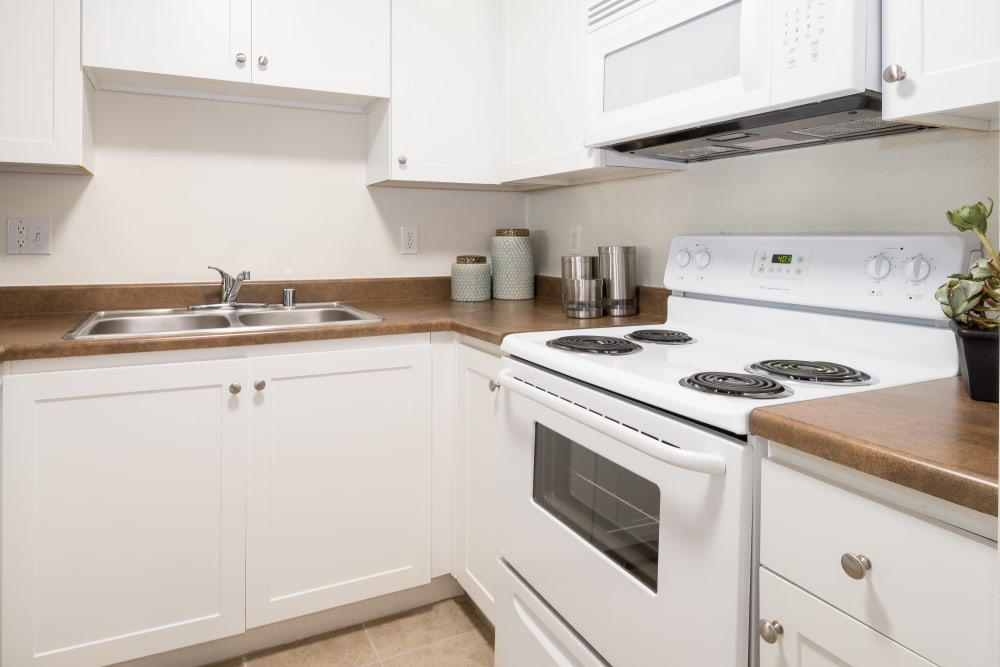 Open kitchen at Summer House Apartments