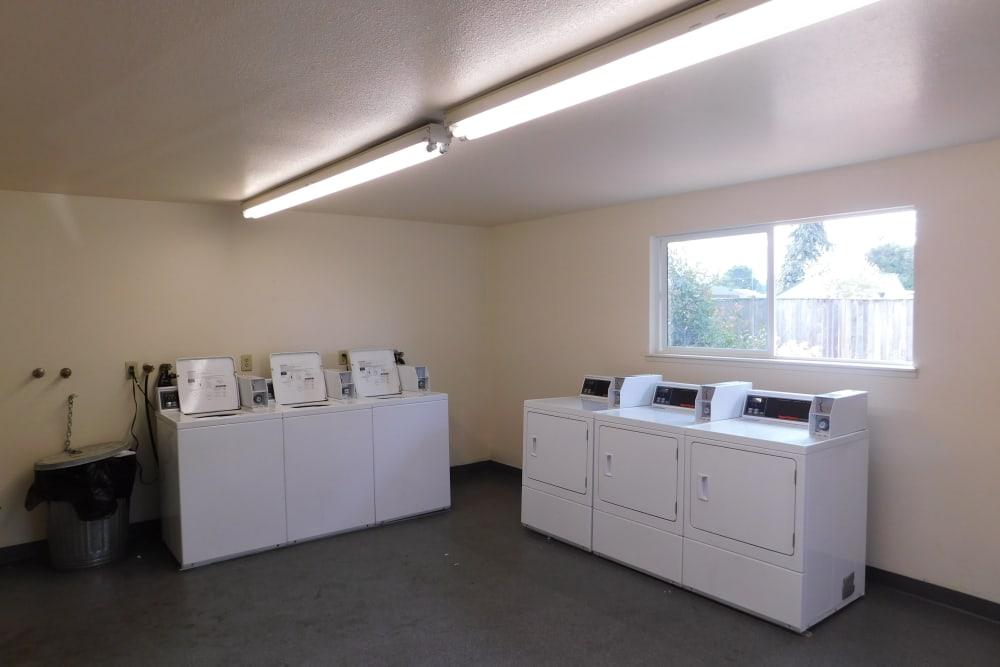 Laundry facility at Oakwood Terrace
