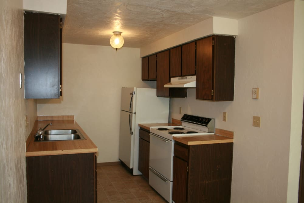 The Royals offers a spacious kitchen in Springfield, Oregon