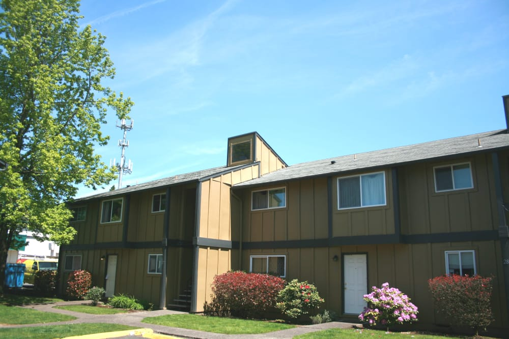 Exterior view of our apartments at Oaktree in Vancouver, Washington
